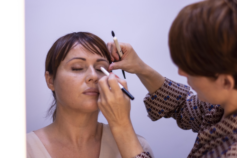 Maquillaje profesional con cosméticos minerales