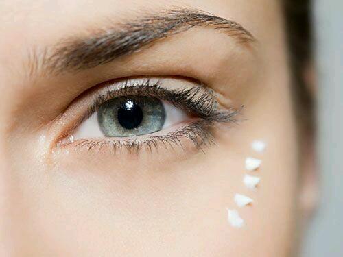 Como cuidar el contorno de los ojos